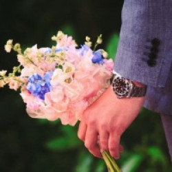 The Right Way to Bring Flowers on A First Date