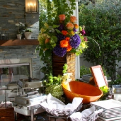 Throw Housewarming Party with Beautiful Flower Bouquets